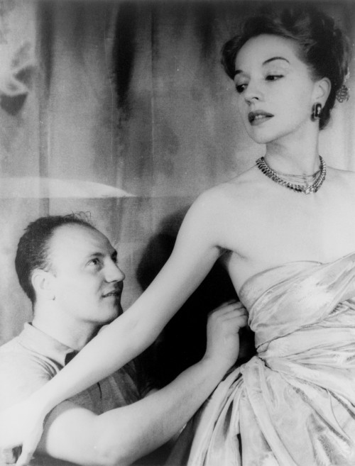 Pierre_Balmain_and_Ruth_Ford,_photographed_by_Carl_Van_Vechten,_November_9,_1947
